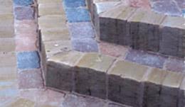 Steinsetzarbeiten mit Rumpelpflaster Farbmix